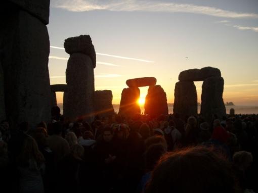 summer-solstice-sunrise-stonehenge